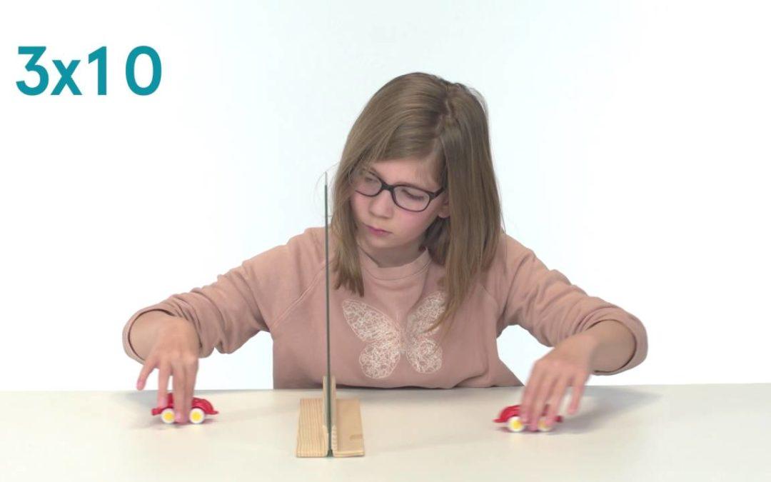 Série d'exercices en miroir pour les enfants hémiparétiques